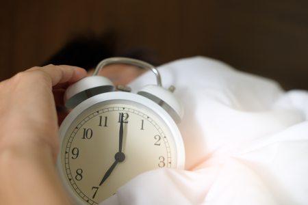 adult-alarm-alarm-clock-1028741.jpg