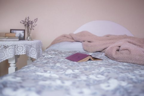 bed-bedroom-blanket-129062.jpg